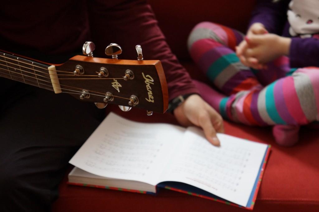 Lomakoti-kitara-Geraldine-Lindholm-1024x682